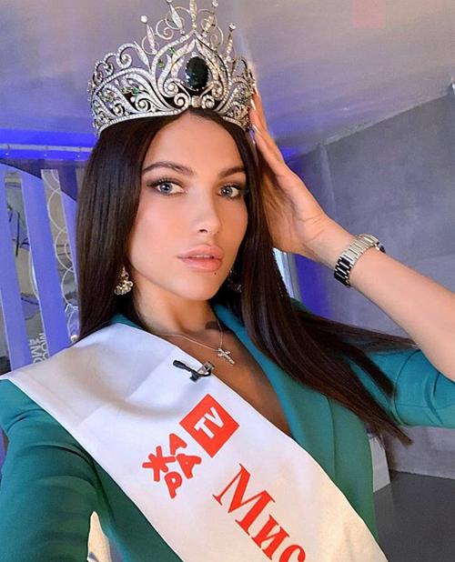 Alesia Semerenko đăng quang Miss Moscow vào tháng 12/2018. Nhưng mới đây, sau ba tháng, cô đã bị BTC một trong những cuộc thi sắc đẹp hàng đầu Nga thông báo phế truất vương miện. Lý do được đưa ra là Alesia đã biến mất tới Maldives cùng vương miện kim cương khi cô thông báo mình quá ốm yếu nên không thể tham dự hoạt động với lính nhảy dù của quân đội Nga.