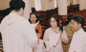 Thanh Thúy làm lễ rửa tội cho con trai một tháng tuổi