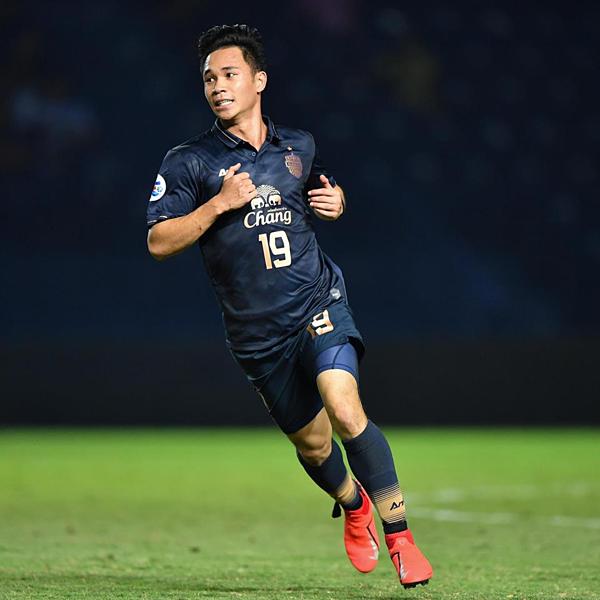 Supachok là cầu thủ chạy cánh của Buriram United.