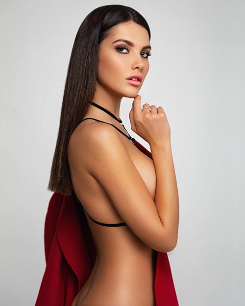 Miss Moscow - cuộc thi Alesia đăng quang là cuộc thi sắc đẹp uy tín, lâu đời dành cho các cô gái ở miền Nam nước Nga. Trong 48 thí sinh dự thi năm nay, Alesia gây chú ý ngay từ đầu nhờ thân hình bốc lửa, vẻ ngoài gợi cảm.