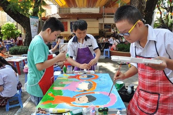 Bức tranh thể hiện tinh thần thể thao của ba bạn nhỏđến từ trường Chuyên biệt Tương Lai.