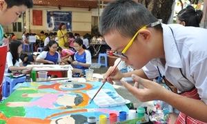 Học sinh khiếm thị, thiểu năng miệt mài thi vẽ tranh
