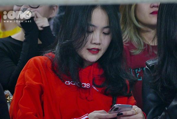 Bạn gái hot girl của Văn Hậu, Đức Chinh cổ vũ U23 Việt Nam - 2
