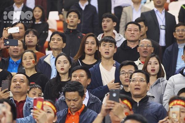 Bạn gái hot girl của Văn Hậu, Đức Chinh cổ vũ U23 Việt Nam - 4