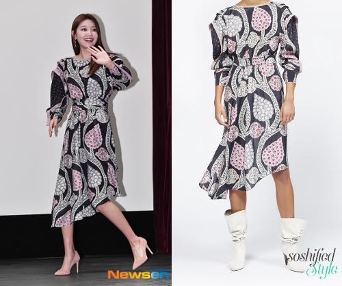 Soo Young diện váy dài nữ tính của Isabel Marant có giá khoảng 21,5 triệu đồng.