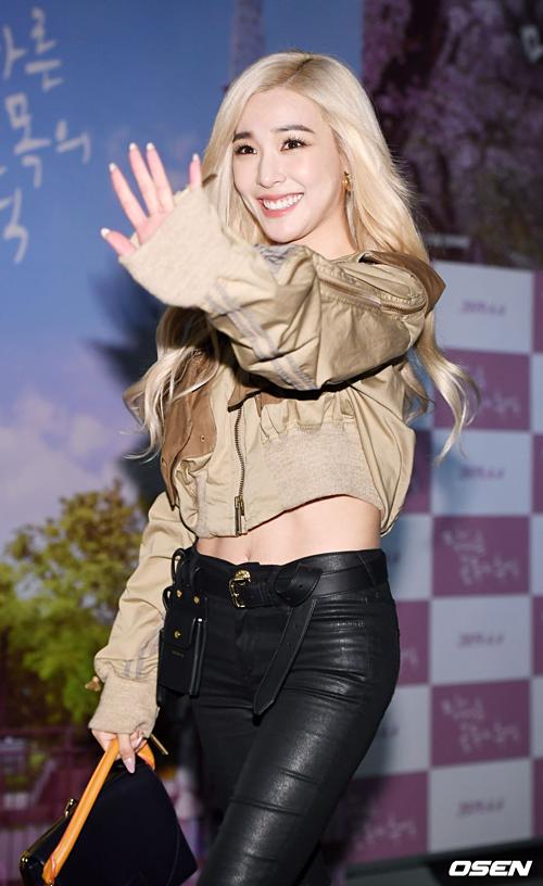 Tiffany bay từ Mỹ về Hàn Quốc ủng hộ cô bạn thân thiết. Phong cách của cô nàng ngày càng Tây hóa, quyến rũ và cá tính hơn hẳn.