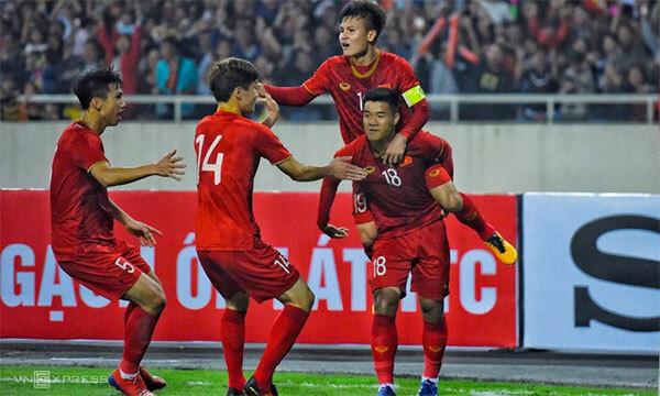 Pha ăn mừng của Đức Chinh và đồng đội.