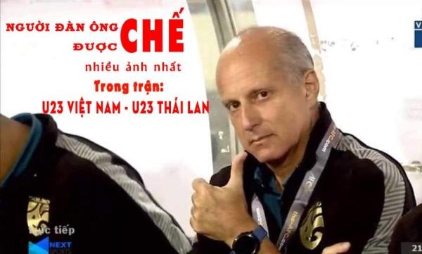 Bức ảnh hot nhất của HLV trưởng U23 Thái Lan.