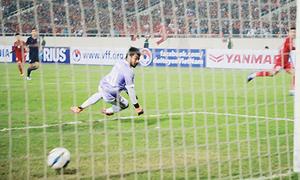 Khoảnh khắc thủ môn Thái bất lực nhìn U23 Việt Nam 'đốt cháy lưới'