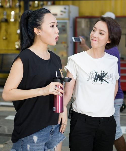 Thu Trang và Diệu Nhi (trái).