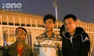 Văn Đức, Hùng Dũng dọn rác sau trận đấu của U23 Việt Nam