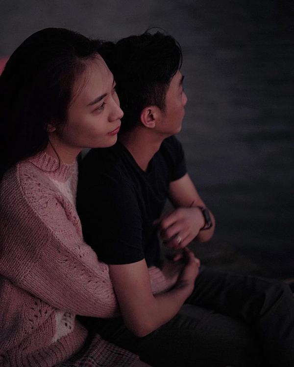 Trong ngày sinh nhật Cường Đô La hôm 12/2, Đàm Thu Trang đăng tấm ảnh ôm chặt chồng. Cô gọi chồng là cục nợ. Còn Cường Đô La, anh không quên gửi lời cảm ơn đến vợ yêu của mình. Người hâm mộ mừng vì cả hai đã tìm được hạnh phúc mới sau nhiều ồn ào tình cảm. Từ khi đính hôn, cặp đôi không ngại dành những lời lẽ ngọt ngào dành cho người bạn đời của mình.