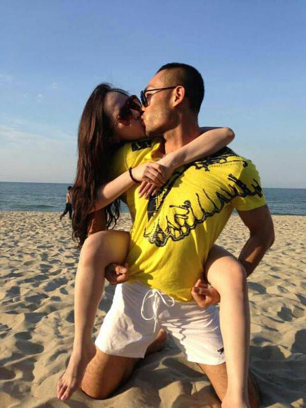 Quỳnh Nga - Doãn Tuấn thời điểm năm 2013 được xem là một cặp đôi đẹp của làng giải trí. Cả hai dính nhau như sam tại các sự kiện. Họ không ngại ngần thể hiện tình cảm và dành cho nhau những hành động thân mật trong các chuyến du lịch, nghỉ dưỡng cùng.