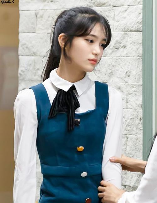 Phong cách khác biệt của 4 idol 16 tuổi - 3