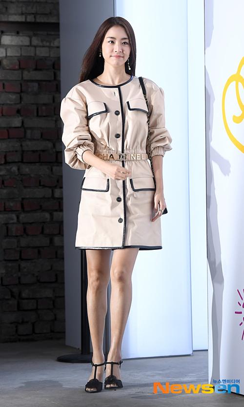 Người đẹp SM, Lee Yeon Hee, bị chê diện đồ hiệu mà như mặc hàng chợ.
