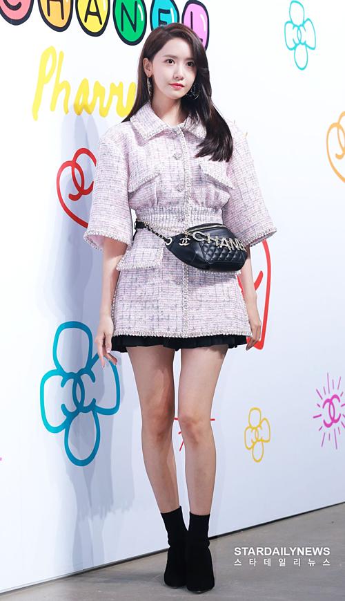 Jennie bất ngờ xấu lạ, bị Yoon Ah đè bẹp tại sự kiện thời trang - 4