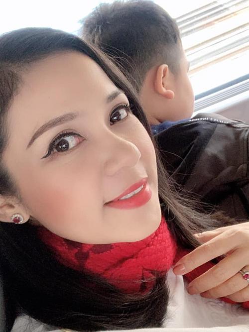 Việt Trinh cùng con trai đi du lịch Hàn Quốc.