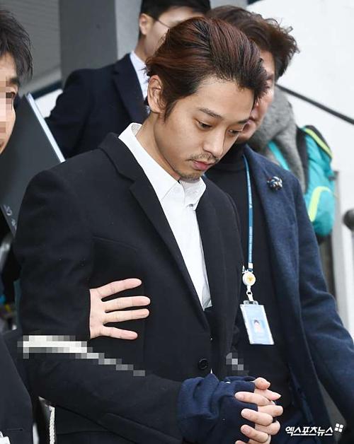 Sau 1 tuần bị tạm giam, Jung Joon Young lộ vẻ tiều tụy, bơ phờ.