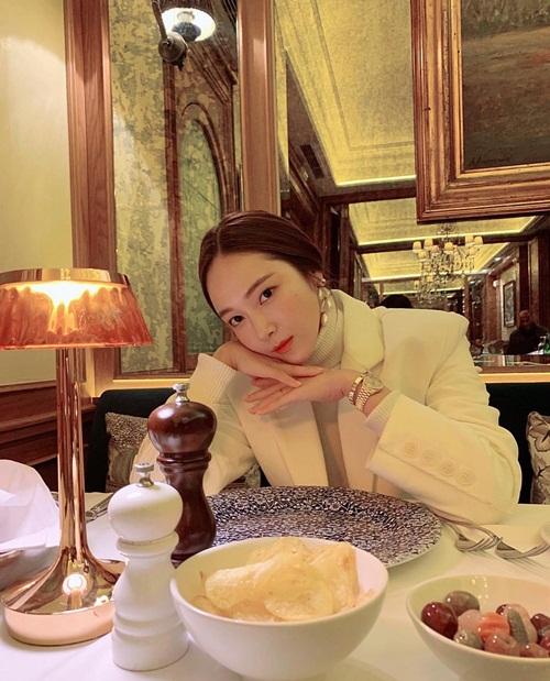 Jessica lên đồ cá tính đi ăn tối sang chảnh.