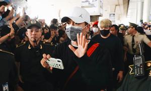 Super Junior che chắn kín mít khi tới sân bay Tân Sơn Nhất