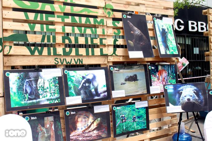"""<p> Triển lãm ảnh """"Nói không với việc săn bắn động vật hoang dã và chung tay bảo vệ môi trường"""".</p>"""