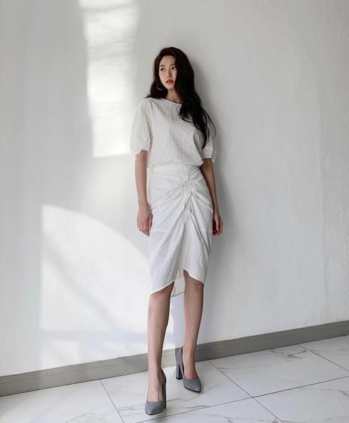 Seol Hyun khoe vóc dáng nuột nà, nhan sắc cuốn hút.