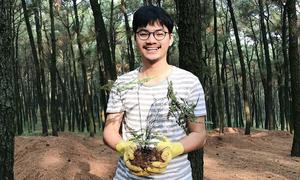 Nhiếp ảnh gia 9X với 'thú vui' đi nhặt phế thải nhựa để trồng cây