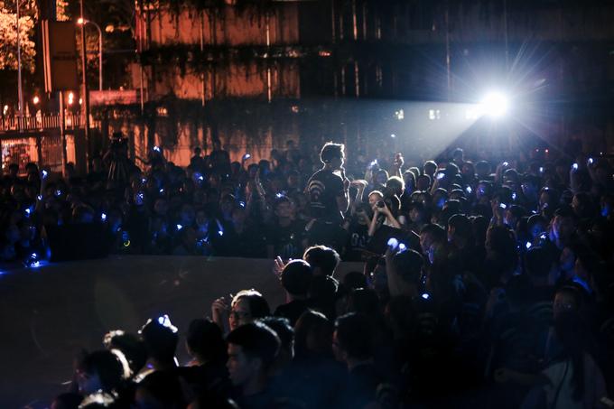 <p> Tại TP HCM, hàng nghìn bạn trẻ cũng tích cực tham gia hưởng ứng sự kiện tại Nhà văn Hóa Thanh Niên TP HCM.</p>