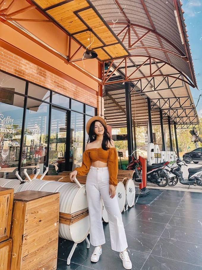 <p> Ngoài công việc kinh doanh cùng gia đình, Thu Giang là một gương mặt mẫu ảnh.</p>