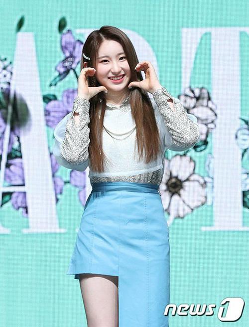Nhiều fan thắc mắc khi Chae Yeon hát ít nhất trong ca khúc mới. Cô nàng luôn tỏa ra khí chất đặc biệt mỗi khi biểu diễn, sở hữu khả năng vũ đạo đáng nể.