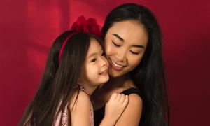 'Công chúa lai' 5 tuổi nhà Đoan Trang biết làm điệu