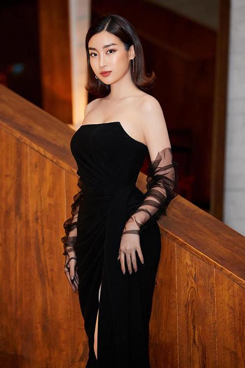 Tuy nhiên nhiều ý kiến bày tỏ sự nghi ngờ về số đo vòng ba có phần bất thường của người đẹp. Trên trang cá nhân của Mỹ Linh, hàng loạt bình luận cho rằng cô đã sử dụng quần độn mông để tạo đường cong chữ S.