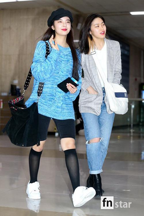 Lia (áo xanh) và Shin Ryu Jin chọn trang phục tiện dụng khi về Hàn
