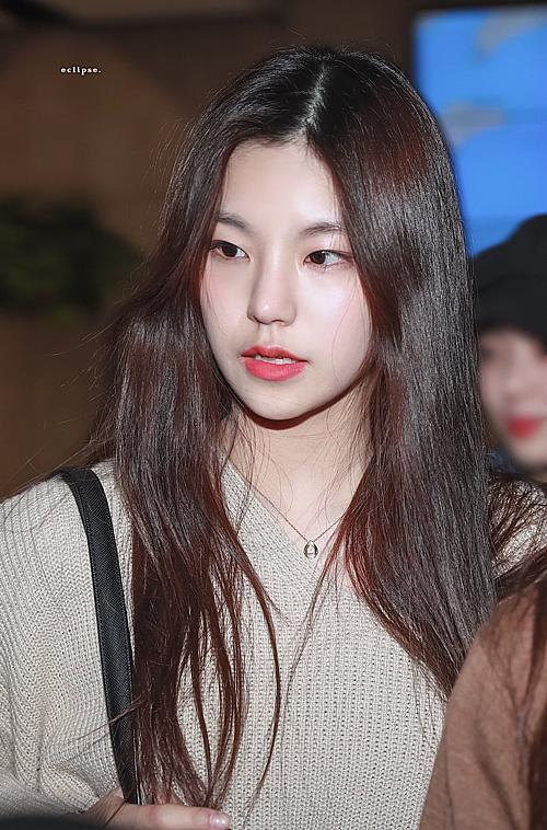 Tuy nhiên, cũng có nhiều ý kiến khen ngợi nhan sắc của Yeji. Cô nàng có nhiều nét giống với Sohee (Wonder Girls), hình tượng như một con báo. Thành viên ITZY có nét đẹp riêng, độc đáo chứ không đại trà như nhiều idol nữ khác.