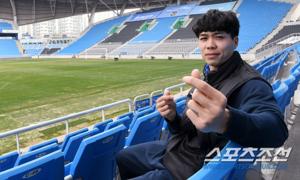 Báo Hàn: Công Phượng hãy học cách chân thành và kiên định như Park Ji-sung