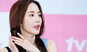 Park Min Young khoe dáng gợi cảm trong họp báo 'Her private life'
