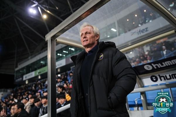 HLV trưởng đội tuyển Incheon United,Jorn Andersen.