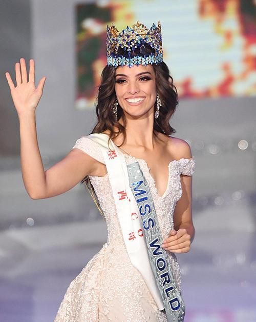 Đương kim Hoa hậu Thế giới người Mexico Vanessa Ponce có mối quan hệ thân thiết với Đức Vincie. Cô từng chi 3.500 USD để mua váy của anh.