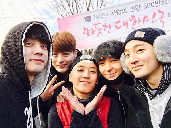 Jung Joon Young, Seung Ri, Choi Jong Hoon và Roy Kim tại một sự kiện từ thiệnnăm 2015.