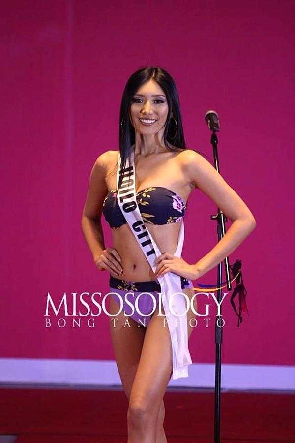 Sigrid Grace Flores - thí sinh đại diện thành phố Iloilo - bị chê quá già so với tuổi 26.