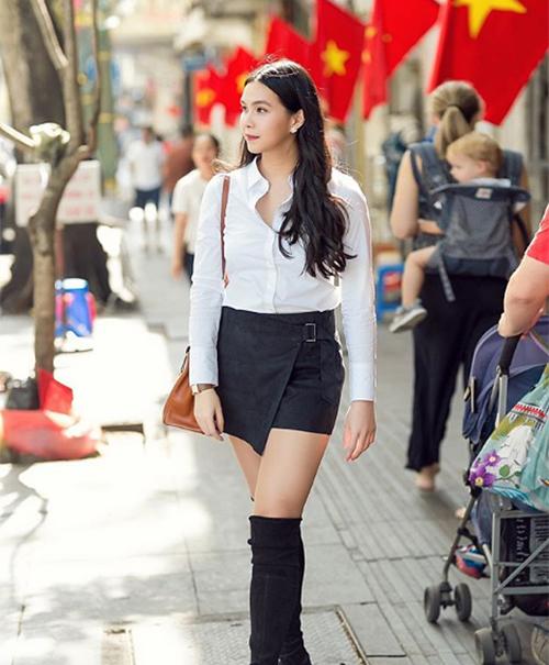 Sống lâu năm ở Mỹ nên Thùy My cũng theo đuổi phong cách ăn mặc kiểu Tây. Cô chuộng những món đồ đơn giản nhưng gợi cảm và đẳng cấp, đặc biệt sử dụng rất nhiều hàng hiệu.