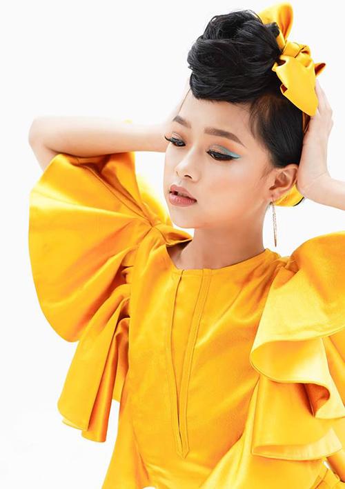 Video catwalk của Minh Anh hiện đạt hơn 1 triệu lượt xem. Cô nhóc cho biết, vì rất thần tượng HHen Niê và thích thú với màn xoay váy của cô ở Miss Universe 2018 nên Minh Anh đã cố tập luyện để catwalk đỉnh như đàn chị.