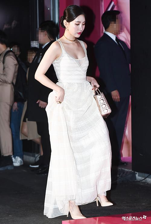Tối 4/4, Dior tổ chức sự kiện ra mắt bộ sưu tập mới tại Seoul. Sự kiện quy tụ nhiều tên tuổi của làng giải trí Kpop. Trong đó, Sun Mi, nàng thơ của Dior ở Hàn Quốc, là nhân vật gây chú ý nhất.
