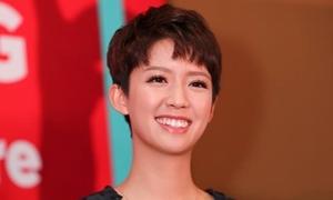 Ngôi sao TVB Thái Tư Bối chiếm spotlight khi đến Việt Nam