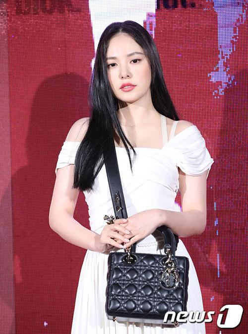Bà xã Tae Yang, Min Hyo Rin tăng cân rõ rệt.