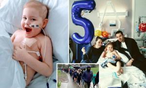 Phép màu từ 5.000 người xếp hàng cứu cậu bé ung thư
