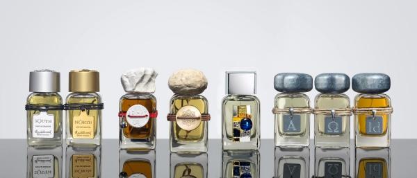 Nam danh hài cho biết có trọn bộ Clive Christian và Roja - 2 hãng dầu thơm mắc nhất thế giới. Trong BST còn có Private Collection $500/chai, Nobel Collection $600/chai, Addictive Arts collection $900/chai.