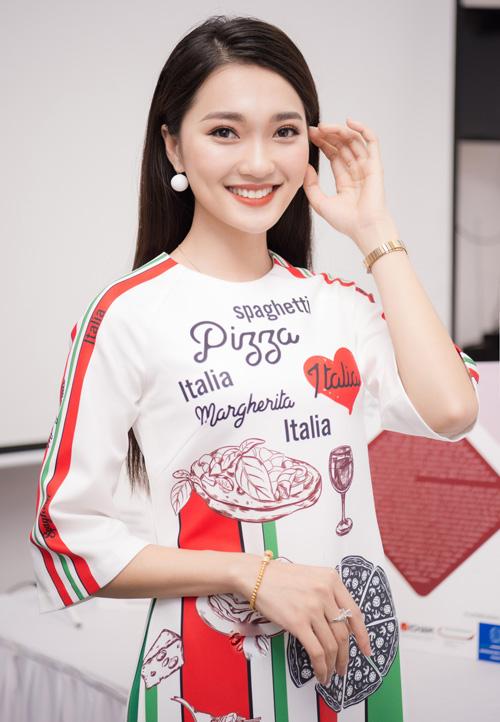 Bạn gái tin đồn của Phan Văn Đức từng gây tiếc nuối khi bỏ thi Hoa hậu Việt Nam 2018. Gần đây, cô rất đắt show sự kiện phía Bắc.