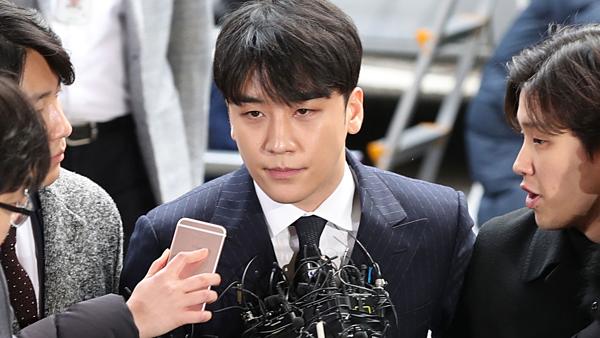 Seung Ri liên tục bị truyền thông Hàn vạch trần những lời nói dối.