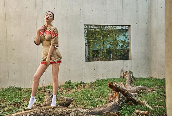 Sulli là idol cực đắt show chụp tạp chí nhờ ngoại hình hoàn hảo, phù hợp với đủ loại phong cách.